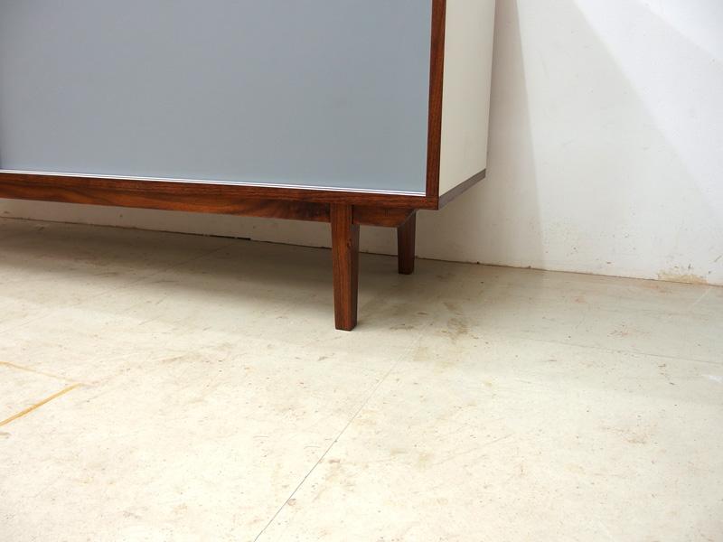 02_sideboard_linoleum_grau