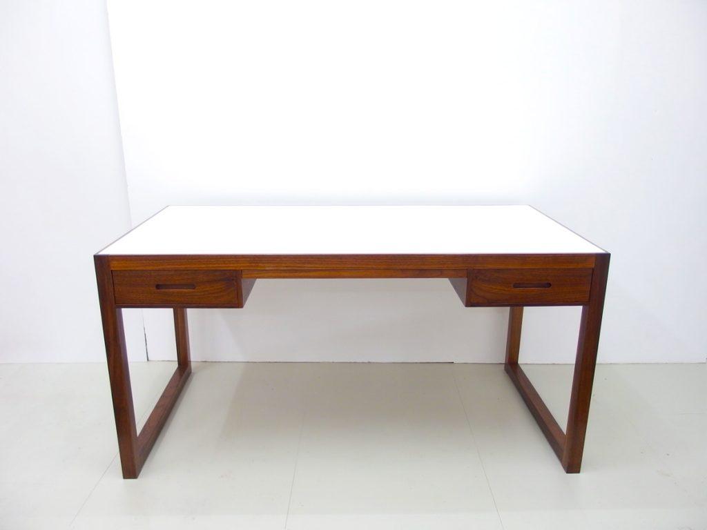 Schreibtisch Nussbaum mit zwei Schüben