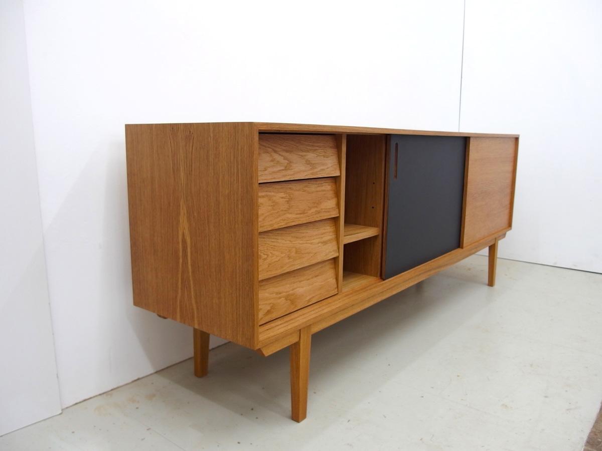 04_sideboard_eiche_linoleum