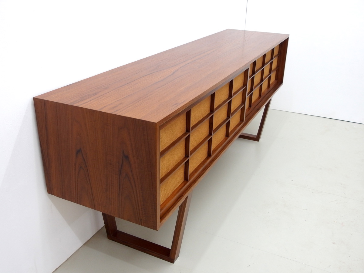 sven klinkerfuss sideboard in teak mit japanischen schiebet ren. Black Bedroom Furniture Sets. Home Design Ideas