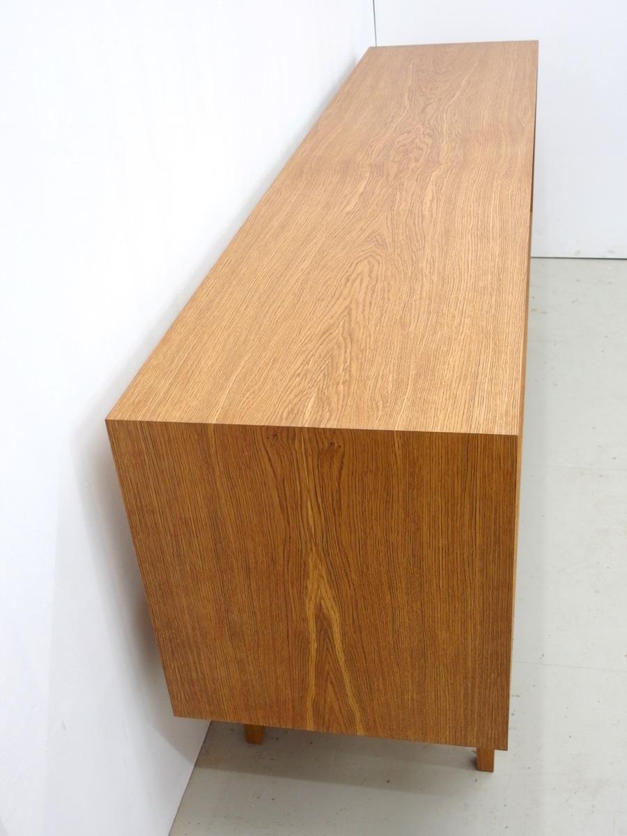 10_sideboard_eiche_linoleum
