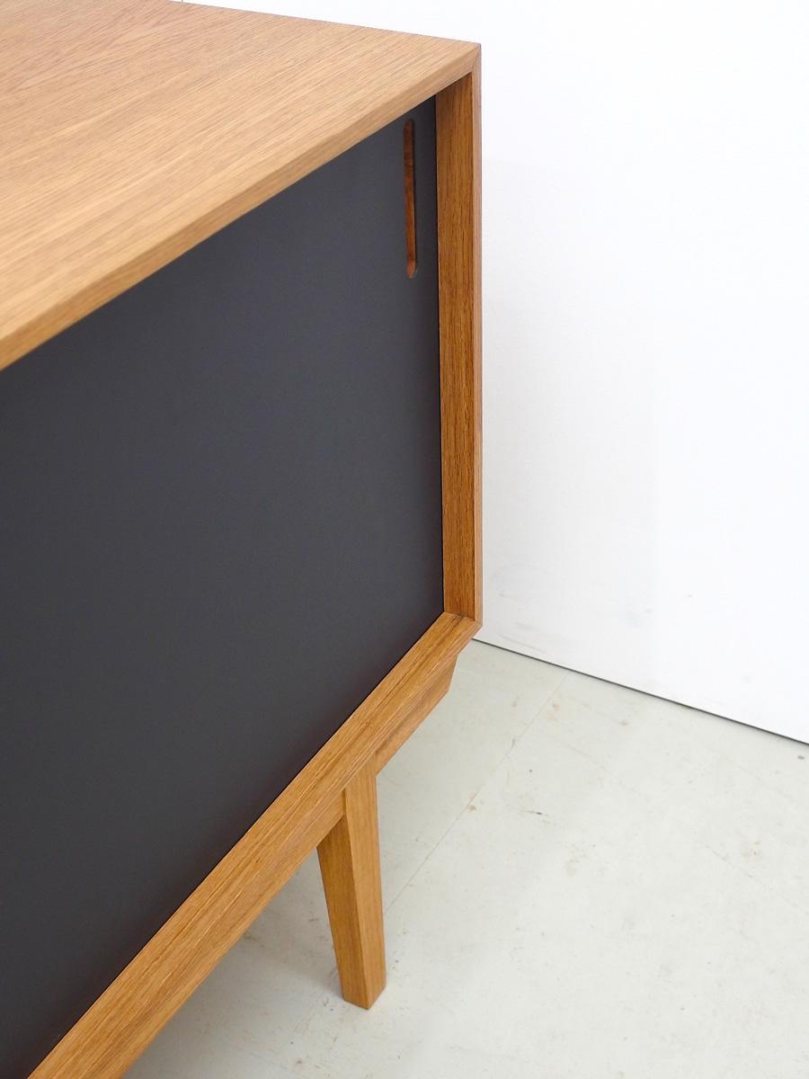 11_sideboard_eiche_linoleum